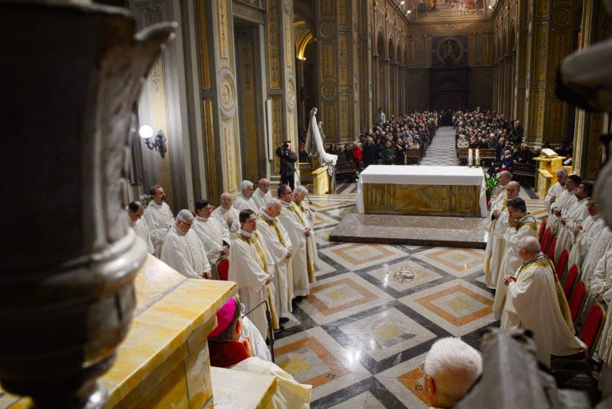 Monsignor Gallese al clero diocesano: «Vi voglio bene e vi benedico con affetto»
