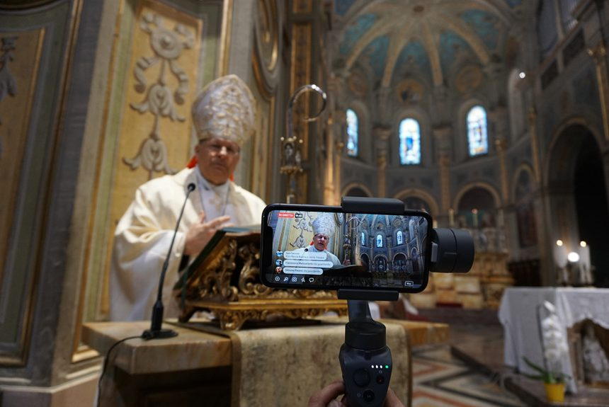 Monsignor Gallese, continuano le Messe in streaming