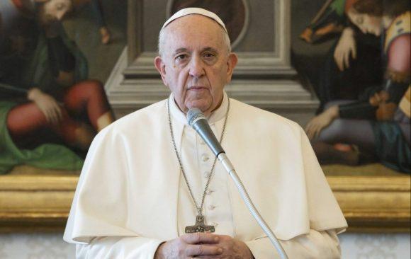 Papa Francesco, «Alla pandemia rispondiamo con la preghiera e la tenerezza»